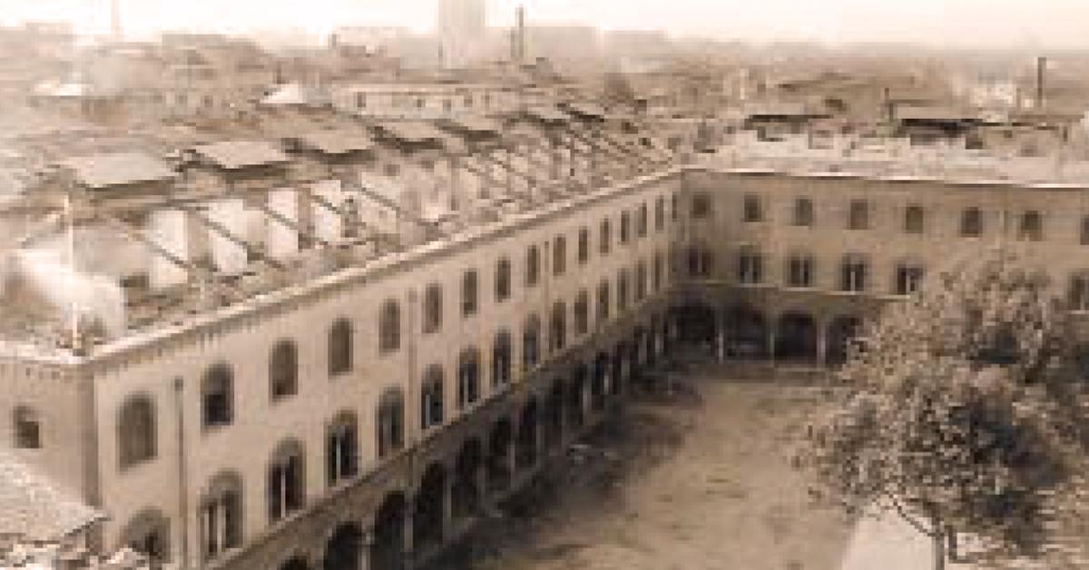 25 aprile 1945: il cortile dell'Istituto Salesiano S. Ambrogio di Milano in una foto d'epoca